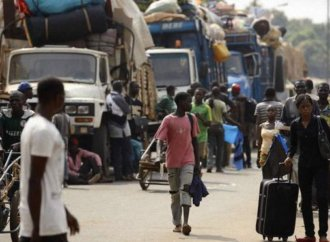 Sur le « corridor », seule route commerciale de Centrafrique: accidents, pillages et racket